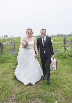 Gelijk door op huwelijksreis! #accessoiresweddingpictures Wedding Dresses, Fashion, Accessories, Bride Dresses, Moda, Bridal Gowns, Fashion Styles, Weeding Dresses, Wedding Dressses