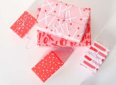 Valentine's Day Printable Gift Wrap // Print on any printer with any paper, choose from 4 free designs! Creative Gift Wrapping, Gift Wrapping Paper, Wrapping Ideas, Gift Wraping, Valentine Day Crafts, Printable Valentine, Valentine's Day Diy, Gift Packaging, Candles