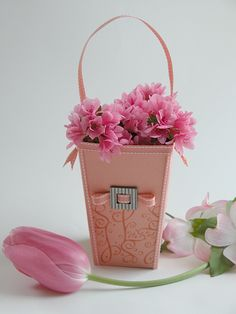 Flowers in a Popcorn Box by Rebecca Oehlers - Tutorial available
