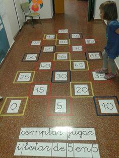 Comptar, jugar i botar de 5 en 5.  Quina xalada que fan i a la vegada aprenen!! Ceip Castell de Santa Àgueda, Ferreries.