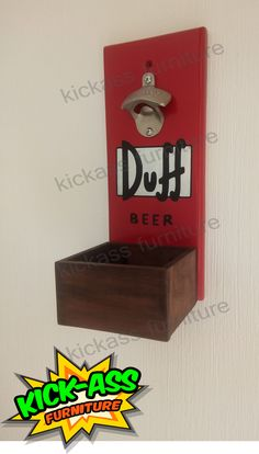 inspirado en cerveza duff, Los Simpsons #kickassfurniture #kickassfurnitureguatemala #beerlovers #bar #bardecor Bottle Opener, Beer, Furniture, Ideas, Wall Mounted Bottle Opener, Recycling, Business, Root Beer, Bottle Openers