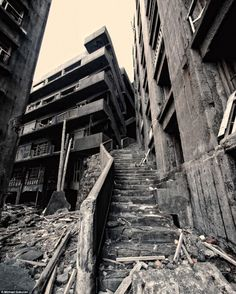 Hashima aka Gunkanjima: Photos of desolate Battleship Island off the coast of Japan Abandoned Buildings, Abandoned Places In The Uk, Brutalist Buildings, Skyfall, Nagasaki, Hashima Island, Foto Art, Urban Exploration, Urban Photography