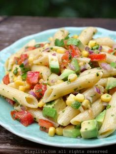 Recipe for a quick and easy corn pasta salad with tomato and avocado, with a simple lemon mustard olive dressing. This refreshing vegetable pasta salad is refreshing and delicious. Tomato Pasta Salad, Vegetable Pasta Salads, Corn Pasta, Avocado Pasta, Pasta Salad Recipes, Vegetarian Recipes, Cooking Recipes, Healthy Recipes, Healthy Menu