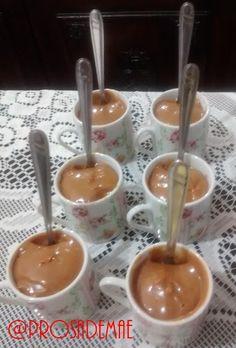 Aproveitamos as xícaras de cafezinho e recheamos com doce de leite. E no blog tem festa arraiá!! Hum... Comidas e doces típicos e uma decoração bem charmosa!! http://prosademae.blog.br/festa-arraia/ #arraia #festacaipira #comidastipicas #festajulina #festaagostina #prosademae