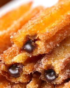 Olha só que belezinha! Aprenda a fazer os churros de bolo de cenoura com recheio de brigadeiro