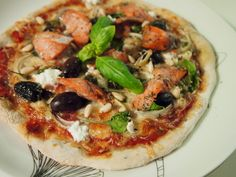 Delicious Pizza with Salmon and Spinach. Visit my Korianteri.fi blog for the recipe!