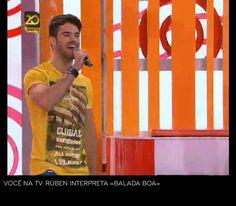 """O vencedor da terceira temporada da Casa dos Segredos 3 vestiu uma T-shirt, uns Jeans e umas Sapatilhas da marca SMK para interpretar o tema """"Balada Boa"""". — em Programa Voce na Tv."""