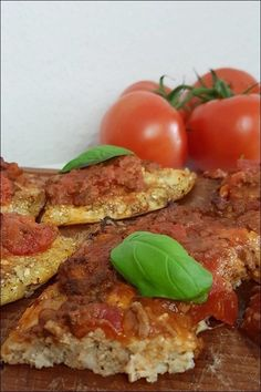 Lowcarb Blumenkohlpizza ist wirklich ganz einfach zu machen und sehr lecker! Pizza Wraps, Clean Eating, Brunch, Health Fitness, Food And Drink, Vegan, Vegetables, Breakfast, Recipes