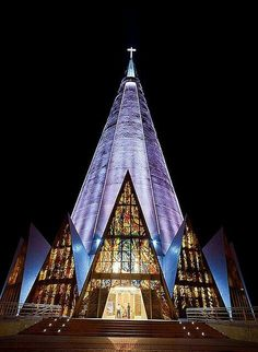 Cathedral Basilica of Our Lady of Glory 1972 Maringa, Brazil by Jose Augusto Bellucci Sacred Architecture, Church Architecture, Religious Architecture, Beautiful Architecture, Beautiful Buildings, Cathedral Basilica, Cathedral Church, Facade Lighting, Modern Church