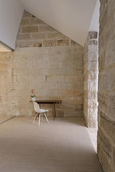 Image 5 of 21 from gallery of Balmain Sandstone Cottage / Carterwilliamson Architects. Photograph by The Guthrie Project Arch Interior, Interior Design, Eames Chairs, House Extensions, New Construction, Balmain, Home And Family, Sweet Home, Cottage