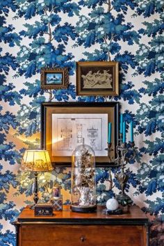When Thomas Rook stumbled across an original 1901 tenement apartment in Berlin, with all of its original details and features intact, he knew he was destined to make it his own. The German stylist has always… Stunning Wallpapers, Blue Wallpapers, Gaston Y Daniela, Berlin, Framed Wallpaper, Yellow Houses, Bohemian House, Architectural Elements, Wall Colors