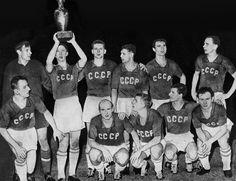 Print of 1960 European Nations Cup winners - Soviet Union + Uefa European Championship, European Championships, Nations Cup, Image Foot, Diego Armando, European Football, Uefa Champions League, Big Men, Fifa World Cup