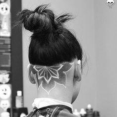 Super Fresh Awesome Undercut Art Thanks @katemcgover #UCFeed #BuzzCutFeed #Undercut #Undercuts #ShavedNape #NapeShave #BarberArt Pompadour Hairstyle, Undercut Hairstyles, Cool Hairstyles, Undercut Pixie, Undercut Hair Designs, Undercut Women, Female Undercut, Haare Tattoo Designs, Shaved Hair Designs