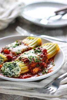 Spinach and Three Cheese Manicotti. Spinach and Three Cheese Manicotti - The perfect comfort food for Italian food loving vegetarians. Pasta Dishes, Food Dishes, Main Dishes, Spinach Manicotti, Stuffed Manicotti, 3 Cheese Manicotti Recipe, Pasta Recipes, Cooking Recipes, Gourmet