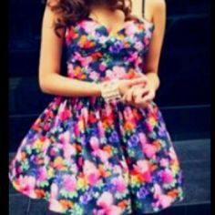 Beautiful floral dress! Perfect for summer