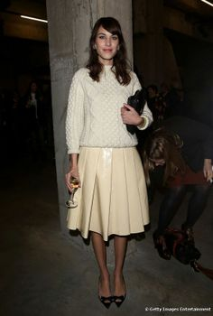 Stunning Cream Look! Alexa Chung attends the J. Anderson show during London Fashion Week Fall/Winter at TopShop Show. London Fashion Weeks, Cara Delevingne, Celebrity Beauty, Celebrity Style, Alexa Chung Style, Vogue, Victoria's Secret, 2014 Trends, Valentine's Day Outfit