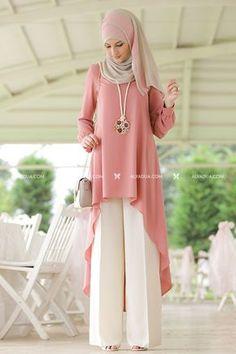 Rabia Şamlı - Pudra Beyaz Mira Takım Stylish Dress Designs, Designs For Dresses, Stylish Dresses, Girls Fashion Clothes, Modest Fashion, Fashion Dresses, Muslim Women Fashion, Islamic Fashion, Moslem Fashion