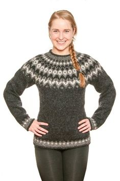 Nordic Pullover, Handgestrickte Pullover, Nordic Sweater, Hand Knitted Sweaters, Wool Sweaters, Black Sweaters, Fair Isle Knitting Patterns, Sweater Knitting Patterns, Fair Isle Pullover