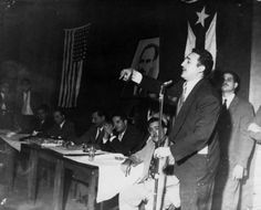 Fidel Castro (1955):  Los cubanos tienen que emigrar () porque allí honradamente no se puede ganar el pan
