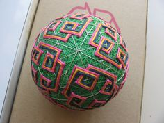 Carolyn Yackel's Temari Ball Page  Slow to load - lots of pictures