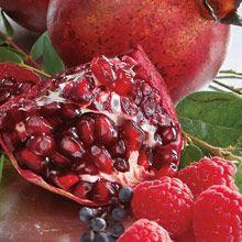 Houkutteleva granaattiomena Hedelmiä & sitrusta Mehukasta granaattiomenaa säestää makea vadelma, omena ja ripaus vaniljaa. Ihastuttava yhdistelmä.