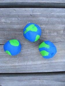 Great fun for Earth Day - make a play dough earth! So cute, too.