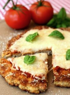 This Chicken Parm Pizza is a fun twist on pizza night! A big chicken patty takes… This Chicken Parm Pizza is a fun twist on pizza night! A big chicken patty takes place of the crust in this chicken recipe! Chicken Parmesan Pizza, Chicken Crust Pizza, Breaded Chicken, Crispy Chicken, Pizza Pizza, Fried Pizza, Fun Pizza Recipes, Appetizer Recipes, Low Carb Recipes