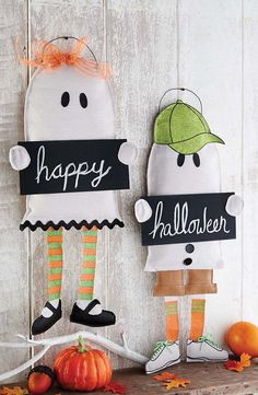 Burlap boy and burlap girl trick or treating ghost door hangers have dangle legs, glitter accents and each holds a chalkboard sign which can be personalized over and over again. Burlap Halloween, Halloween Ghosts, Holidays Halloween, Halloween Decorations, Halloween Ideas, Halloween Classroom Door, Halloween Door Hangers, Burlap Projects, Burlap Crafts
