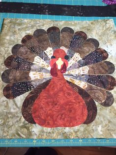 Visit Quilting Board for Free Quilt Patterns, Templates and How-to-Quilt Tutorials. Farm Quilt, Lap Quilts, Small Quilts, Mini Quilts, Quilt Blocks, Thanksgiving Table Runner, Table Runner And Placemats, Table Runner Pattern, Quilted Table Runners
