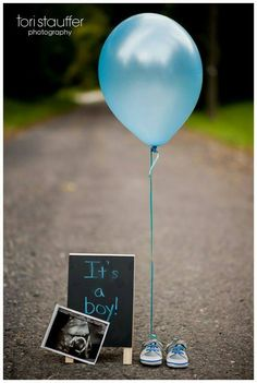 Gender Reveal Ideas For Your Big Announcement Having a hard time finding a baby gender reveal party or photo idea that suits you and your significant other? This inspiration should help out in announcing whether it's a boy or girl. Gender Reveal Pictures, Baby Reveal Photos, Gender Reveal Photography, Baby Shower Photography, Gender Reveal Announcement, Baby Boy Announcement, Pregnancy Announcements, Baby Gender Reveal Party, Simple Gender Reveal