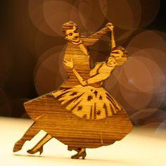 couple dancing, wooden brooch