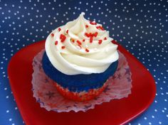 Happy Independence Day… early!  These cupcakes were going to be my Fourth of July treat, but all my nieces and nephews are coming today and I wanted them to get to enjoy them too.   So I&#821…