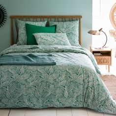 Ycata bed linen. A stunning stylised leafy print in shades of green. Features of Ycata printed duvet cover:100% cotton (57 threads/cm2): the higher the thread count, the higher the quality of the weave.Straight hem.Duvet cover is washable at 60°C.See the plain fitted sheet to match from the Scénario cotton range and the full Ycata bed linen collection online.The Oeko-Tex® label guarantees that the items tested and certified do not contain any harmful substances that could be detrimental ...