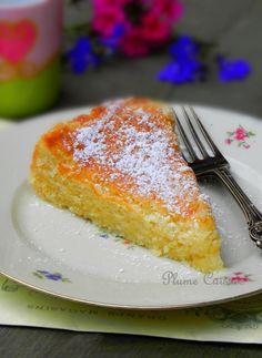 Le meilleur gâteau au citron, moelleux, un peu fondant. Et en plus, tellement rapide et facile à préparer! Lime Desserts, Easy Desserts, Delicious Desserts, Yummy Food, Sweets Recipes, Candy Recipes, Ceviche Recipe, Round Cakes, Sweet Cakes