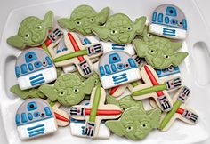 Yoda Cookies - these are so cool for the Star Wars fans Star Wars Cookies, Star Wars Cake, Star Wars Party, Cupcakes, Cupcake Cookies, Birthday Cookies, Macarons, Star Wars Birthday, Boy Birthday