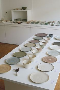 Handmade tableware set of Japanese ceramics. Collection of earth tone stoneware plates, bowls, cups, and saucers that would look good on a table or in a kitchen. Japanese Ceramics, Japanese Pottery, Japanese Plates, Japanese Art, Ceramic Studio, Ceramic Clay, Ceramic Shop, Pottery Plates, Ceramic Pottery