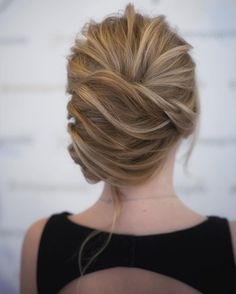 This chic french twist updo hairstyle perfect for any wedding venue - This stunning wedding hairstyle for long hair is perfect for wedding day,wedding hair