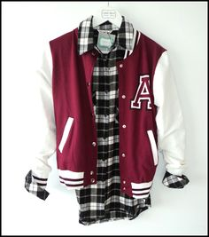 campera universitaria #university  Camisa escocesa Aeropostale, Personal Style, Cool Outfits, Hipster, Style Inspiration, Chic, Hair Styles, Pretty, How To Wear