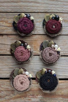 Felt Flowers, Crochet Flowers, Fabric Flowers, Textile Jewelry, Fabric Jewelry, Brooches Handmade, Handmade Flowers, Hand Embroidery Patterns, Ribbon Embroidery