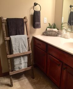 Rustic Wood Pallet Furniture Outdoor Furniture Towel Ladder Towel Storage Quilt Display Towel Rack Rustic Home Decor