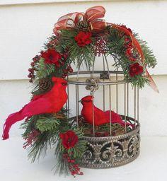 Flor de la Navidad Arreglo Con Cardenales sobre por FlowersandFrills, $ 36.50: