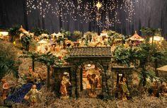 Click image to close this window Christmas Nativity, Christmas Crafts, Christmas Decorations, Holiday Decor, Christmas In Italy, Christmas Holidays, Xmas, Fontanini Nativity, Nativity Scenes