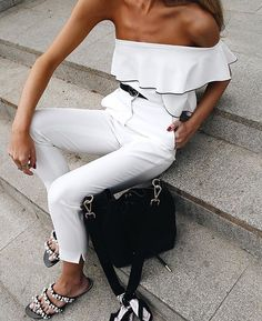 Casual chic in black and white. Look Fashion, Fashion Outfits, Womens Fashion, Fashion Trends, White Fashion, Fashion Clothes, Casual Outfits, Cute Outfits, Mode Top
