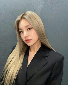 Kpop Girl Groups, Kpop Girls, Korean Girl, Asian Girl, Perfect Hair Color, Ash Blonde, Blonde Hair Kpop, K Pop, Hair Inspo