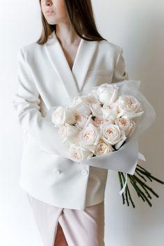 А это один из самых популярных и полюбившися букетов у наших заказчиков. закажите и вы в подарок букет от авторской студии в Твери. Mint Flowers, Catalog, Bouquet, Ruffle Blouse, Tops, Women, Fashion, Moda, Fashion Styles