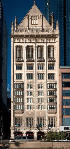 The University Club of Chicago, architect Martin Roche, completed in 1909.