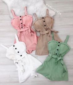 Nenhum texto alternativo automático disponível. Twin Outfits, Teenage Outfits, Outfits For Teens, Stylish Summer Outfits, Cute Casual Outfits, Pretty Outfits, Champion Clothing, Mode Rock, Best Friend Outfits