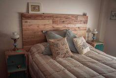 respaldo de cama, en madera recilcada, pallets