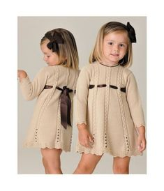 Elegant Beige Dress For Girls - Diy Crafts Girls Knitted Dress, Knit Baby Dress, Knitting For Kids, Baby Knitting Patterns, Diy Crafts Dress, Beige Dresses, Sweater Set, Baby Sweaters, Kind Mode