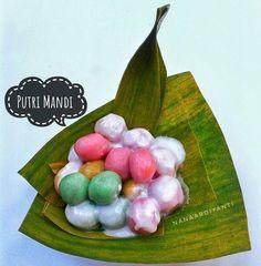 Indonesian Desserts, Asian Desserts, Indonesian Food, Sweet Potato Balls Recipe, Lumpia, Traditional Cakes, Donuts, Cereal, Recipies